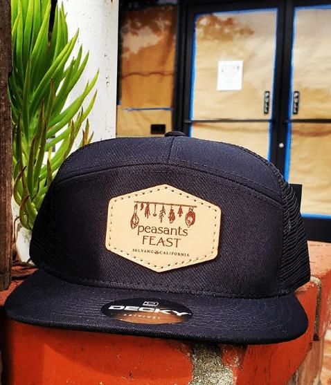 black 7-panel hat Decky